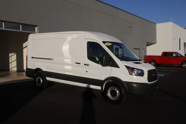 Pre-Owned 2018 Ford Transit-250 Base RWD 3D Medium Roof Cargo Van